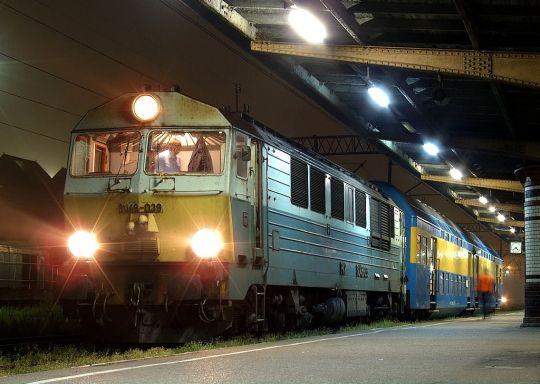 Osobowy nr 77130 za chwilę ruszy do Szczecinka