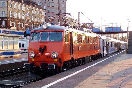 """EP08-010 z pociągiem IC """"Chrobry"""" do Warszawy"""