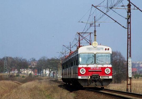 Osobowy Szczecin - Słupsk zbliża się do miejscowości Świdwin