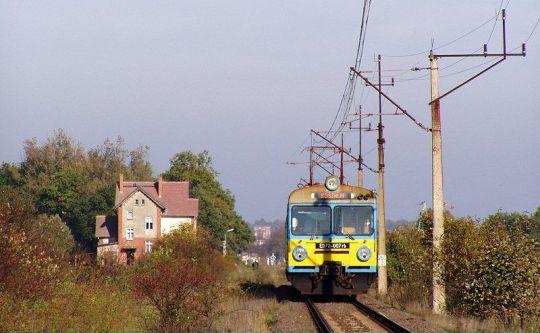 """""""EDek"""" jako pociąg Szczecin - Koszalin zbliża się do Świdwina"""
