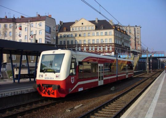 SA109 w zastępstwie za SA103 obsługuje parę pociągów 817/828