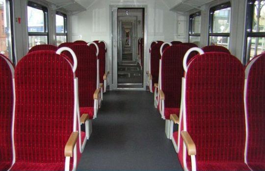 Przedział pasażerski w zmodernizowanej jednostce EN57