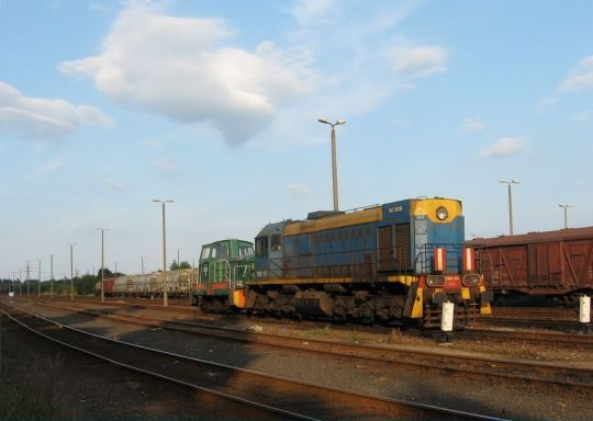 Jedna z trzech lokomotyw TEM2 należących do Zakładów Chemicznych Police odpoczywa po manewrach