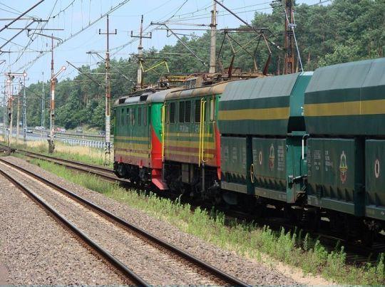 Skład PTK Zabrze na czele z 182-153 i 4E-004 podąża w kieruku Świnoujścia