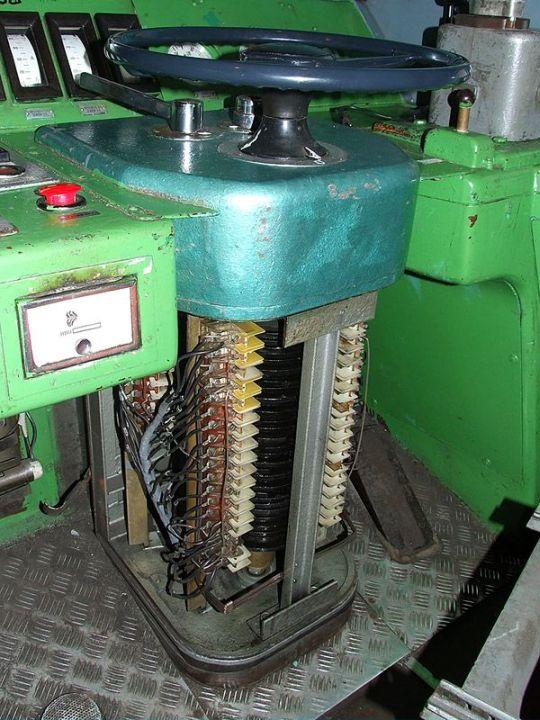 Nastawnik krzywkowy lokomotywy elektrycznej ET22