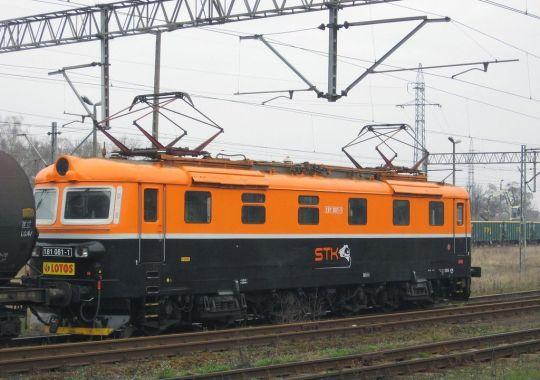 """Ten elektrowóz czeskiej produkcji firma """"Lotos Kolej"""" wydzierżawiła od wrocławskiego """"Specjalnego Transportu Kolejowego"""""""