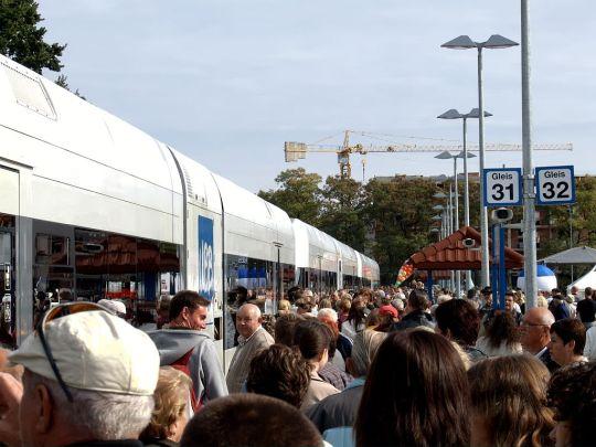Wjazd pierwszego planowego pociągu na stację Świnoujście Centrum. Było trochę tłoczno...
