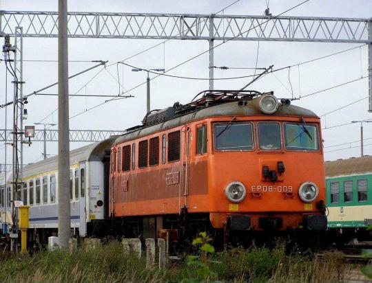 W dobie przyspieszonego przemalowywania lokomotyw, niedługo pojeździ w takich barwach