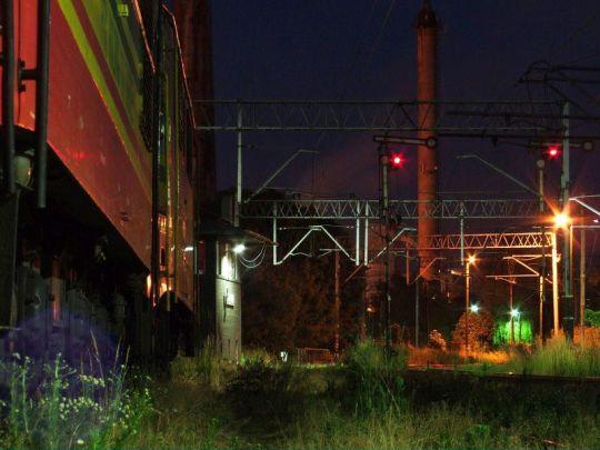 Towarowa stacja późnym letnim wieczorem. Czasem warto tu zajrzeć nawet o takiej porze