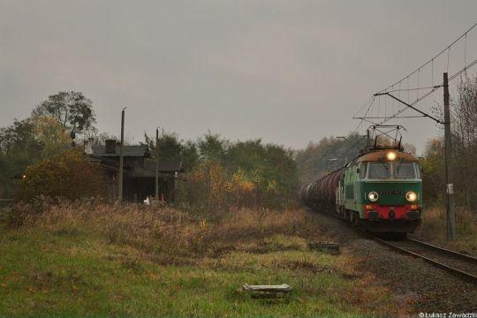 Pociągi do Trzebieży prowadzone elektrowozami jeszcze się zdarzają, zatem sieć trakcyjna na tym odcinku jednak nie wisi bezzasadnie