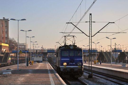 EP08-006 podstawia się do pociągu TLK 87104 do Poznania Głównego