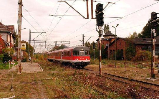 Pociąg specjalny dla turystów niemieckich na zamkniętej stacji końcowej