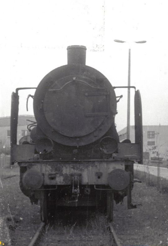Ok1-322 tuż po przyprowadzeniu ze stacji Szczecin Dąbie, gdzie czekał na nią palnik. Po renowacji parowóz trafił do skansenu kolejowego w Choszcznie