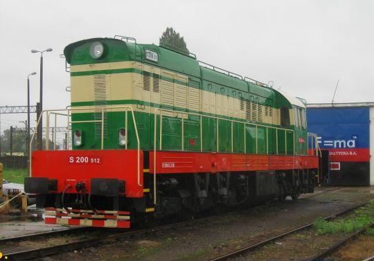S200-512 przed halą lokomotywowni Kolei Bałtyckiej