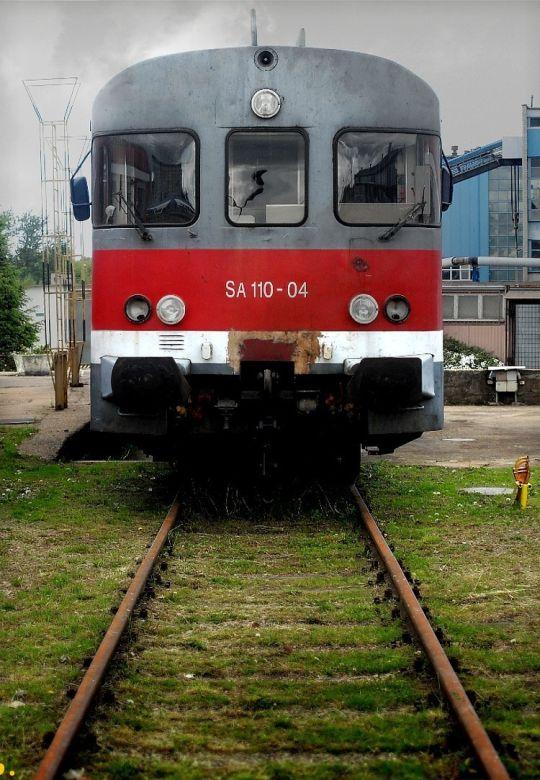 """Wysłużony """"helmut"""" na torze postojowym kołobrzeskiej lokomotywowni"""