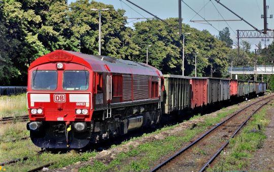 Class 66 ze składem 25 węglarek do kołobrzeskiego MEC-u