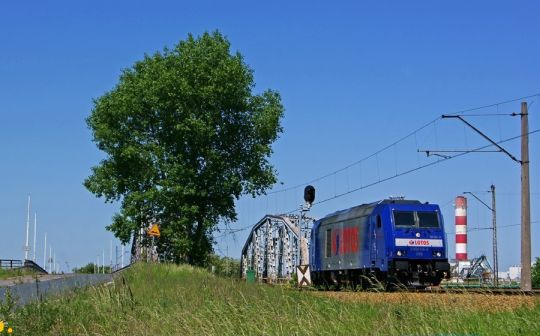 Stary Świerczewski nadal dzieli ruch kołowy od kolei