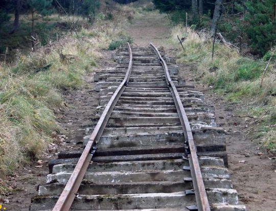 Licząc od Koszalina tor sięga do 15 kilometra szlaku