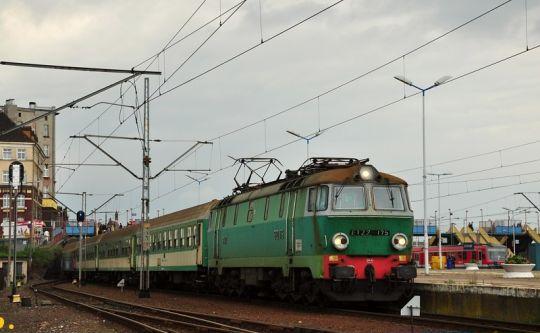 """Zarówno pociąg interREGIO """"Barbakan"""", jak i lokomotywa ET22-175 dziś już nie jeżdżą"""