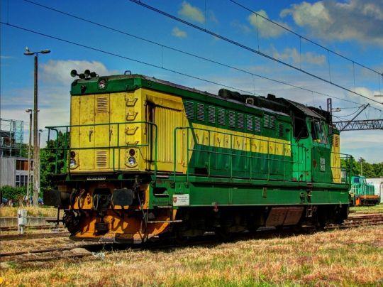 """Odpoczywa na """"żeberku"""" po przyprowadzeniu pociągu specjalnego"""