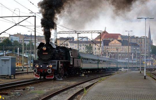 """Pociąg """"Żeglarz"""" relacji Szczecin Główny - Poznań Główny opuszcza stację początkową. Czy kiedyś jeszcze powróci?"""