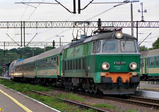 """""""Helmut"""" gotowy do odjazdu z pociągiem iR"""