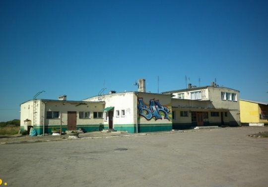 Nieczynny budynek dworca na stacji Lipiany, który obecnie pełni funkcję budynku mieszkalnego