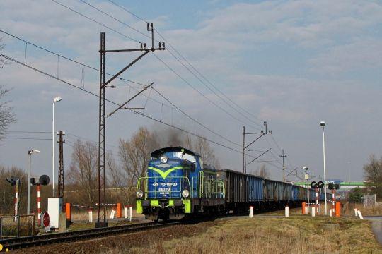 Po manewrach w Koszalinie wraca z próżnymi węglarkami w stronę Białogardu