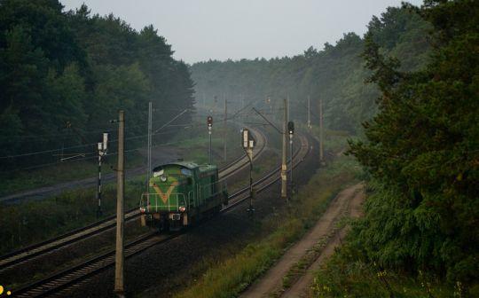 """Prywatna """"stonka"""" mija semafory wjazdowe przystanku Szczecin Dąbie Osiedle"""