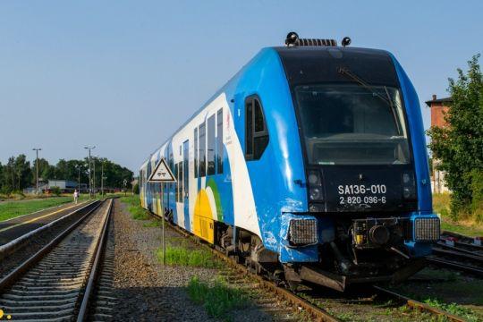 Uszkodzony SA136-010 czeka na przejazd do Kołobrzegu