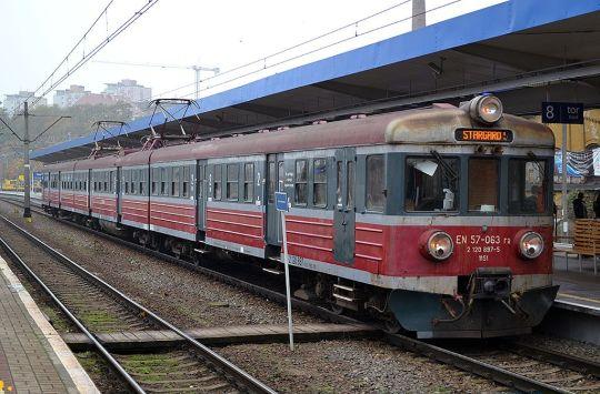 Najstarsza jednostka PR Szczecin (rocznik 1963) jako REGIO nr 80222 do Stargardu gotowa do odjazdu ze stacji początkowej