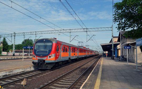 Pociąg służbowy nr 876000 rel. Białogard - Poznań Gł. oczekuje na odjazd ze Stargardu